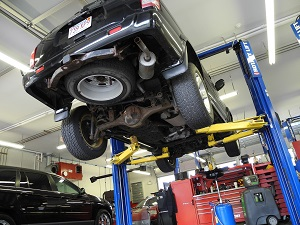 Signs You Need Auto Repair Service | Burnett Family Tire & Auto Service in  Canton & Mabank, TX
